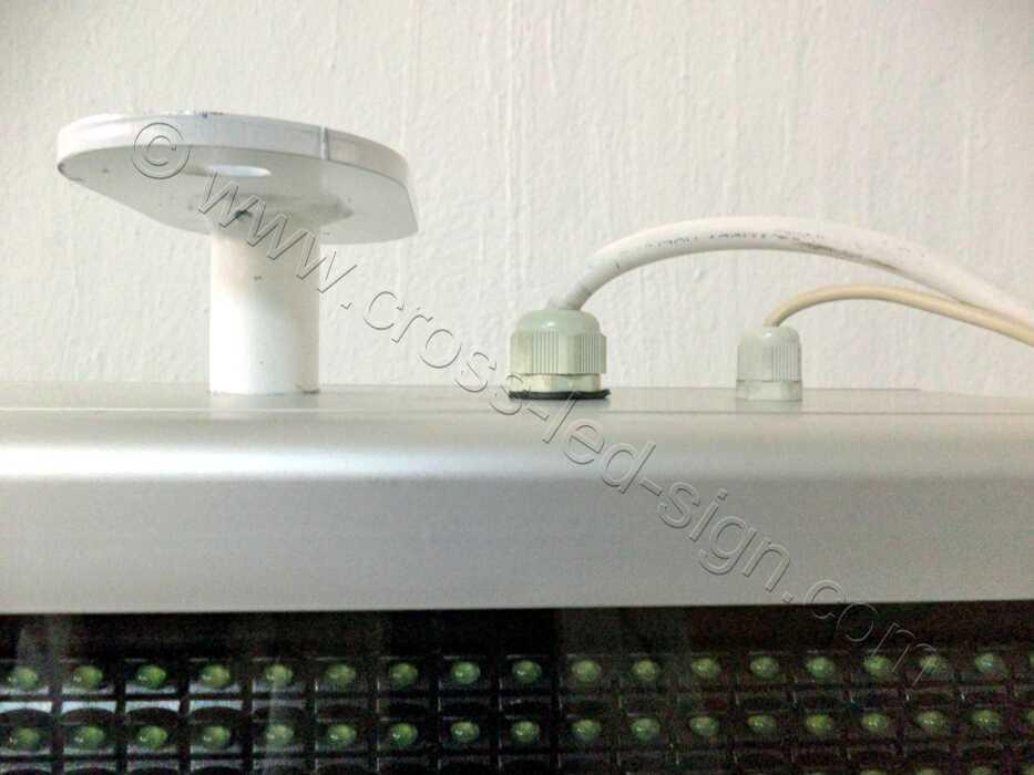 Ηλεκτρονική επιγραφή led, πέλμα και καλώδια.