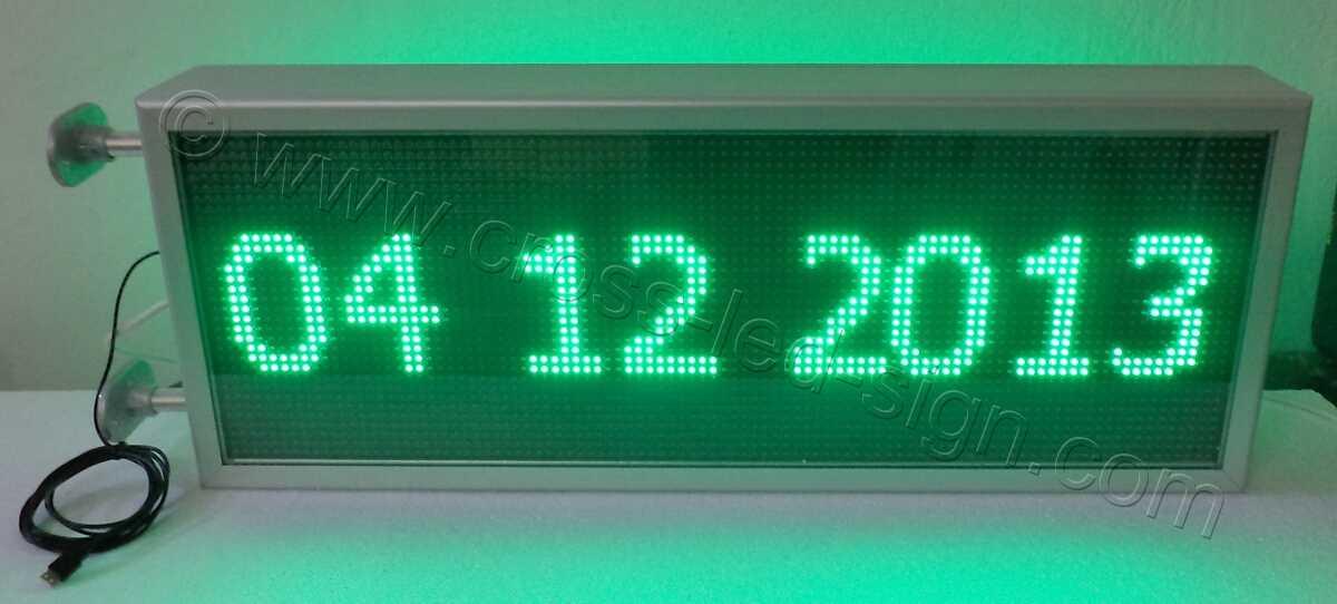 Ηλεκτρονική επιγραφή με πράσινα led 103x39 εκ. και ημερομηνία.