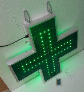 Ηλεκτρονικοί σταυροί φαρμακείων 70 εκ. με την κεντρική σειρά led αναμμένη.