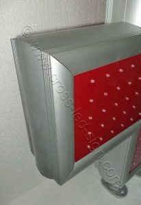 Κόκκινος σταυρός ιατρείου led LC70C - Red, με σκελετό από ανοδιωμένο αλουμίνιο.