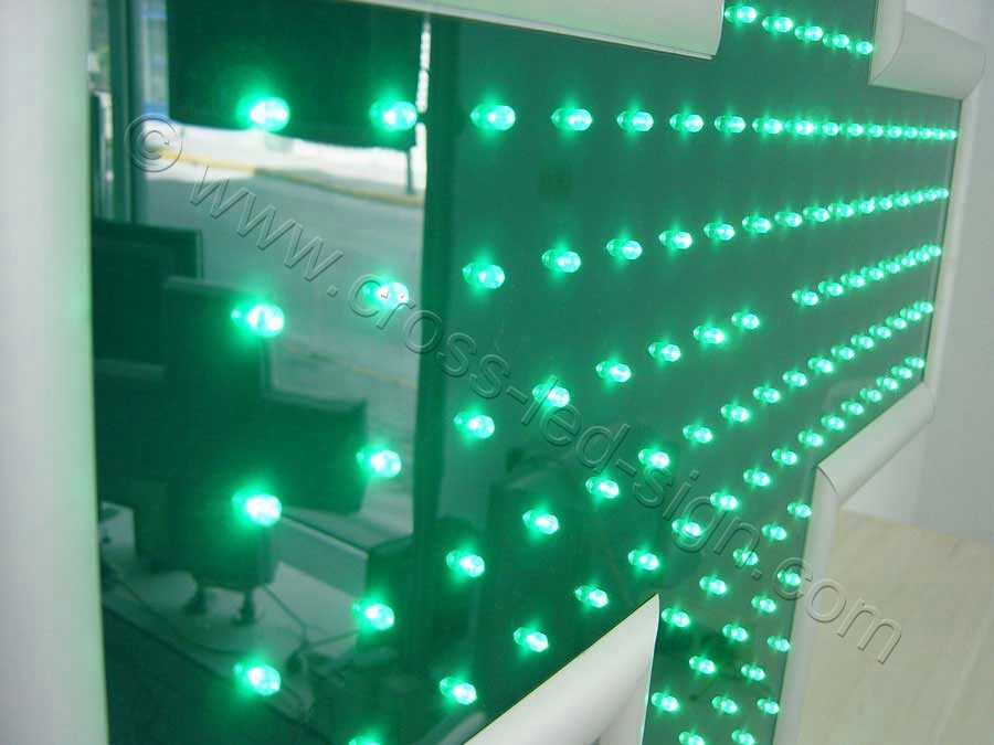 Όλες οι σειρές LED σταυρού φαρμακείου 70 εκ. αναμμένες.