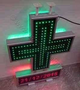 Εξωτερική και εσωτερική πλευρά led σταυρού αναμμένα και ένδειξη ημερομηνίας.