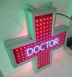 Κόκκινος σταυρός ιατρείου με logo DOCTOR στο κέντρο της οθόνης.