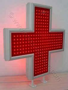 Κόκκινοι σταυροί ιατρείων κλινικών διαστάσεων 90 x 90 εκατοστά με ενσωματωμένα πέλματα ανάρτησης.