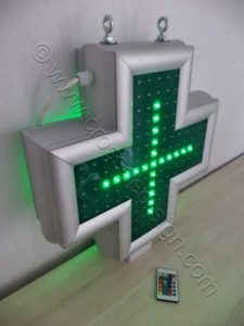 Μικρός σταυρός φαρμακείου 45 εκατοστών με αναμμένη μόνο την εσωτερική σειρά led.