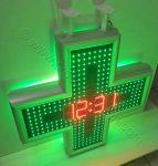 Τηλεχειριζόμενος σταυρός φαρμακείου led 80 εκατοστών, ώρα-θερμοκρασία-ημερομηνία.