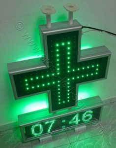 Σταυρός φαρμακείου set 70 με την κεντρική σειρά led αναμμένη.