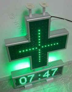 Σταυρός φαρμακείου set 70 με την εσωτερική σειρά led αναμμένη.