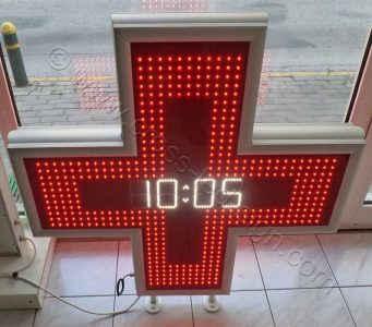 Κόκκινος σταυρός ιατρείου με ώρα, ημερομηνία, θερμοκρασία.