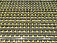 Τα led της επιγραφής 64x16 εκ. βρίσκονται σε διάταξη ανά 10 χιλιοστά, από κέντρο σε κέντρο.