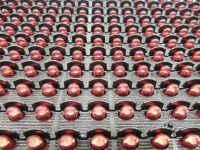 Σκίαστρα σε κάθε led της επιγραφής 96x16 εκατοστών, για βέλτιστη απόδοση φωτός και κατά την ημέρα.